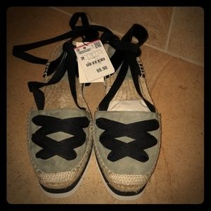 Beautiful olive green Zara lace around ankle